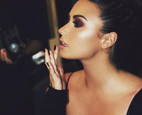 Demi Lovato Behind The Scenes Make-Up