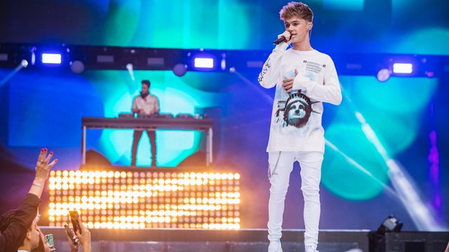 Jonas Blue feat HRVY – 'Mama' (Live At The Summertime Ball 2018